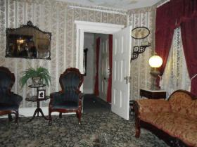 lizzie-borden-bed-and