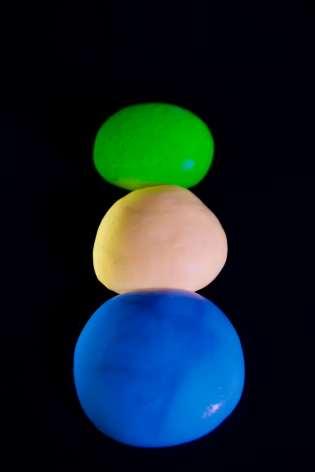 diy-glow-in-the-dark-slime