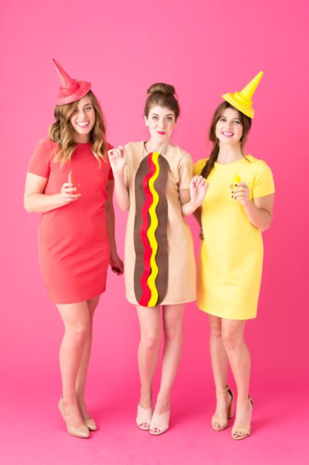 diy-hot-dog-costume-2-600x900