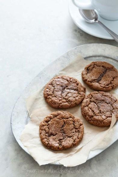 ginger-molasses-cookies-from-gourmandeinthekitchen.com-glutenfree-paleo